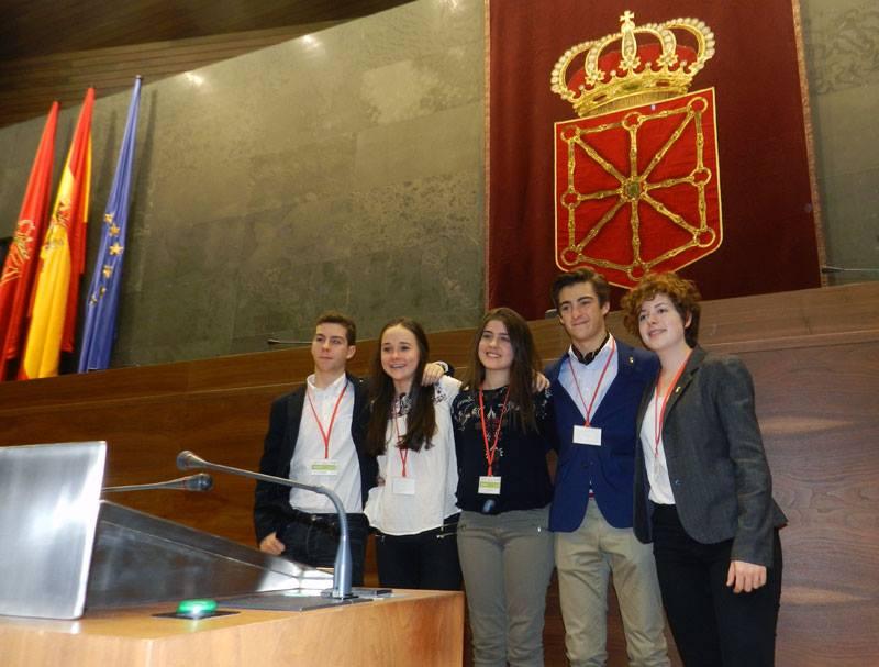 Alumnos del Colegio San Ignacio que particparon en el VI Torneo de Debate de Bachillerato